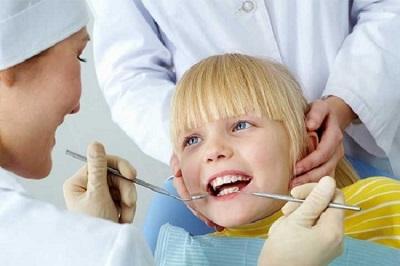 Khi nào nên cạo vôi răng cho trẻ?