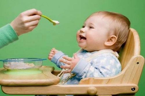 Cần làm gì khi bé nhà bạn mọc răng chậm