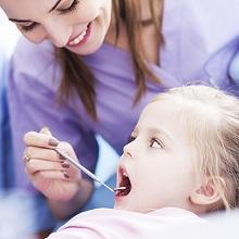 Làm thế nào cho trẻ tự tin khi đi khám răng?